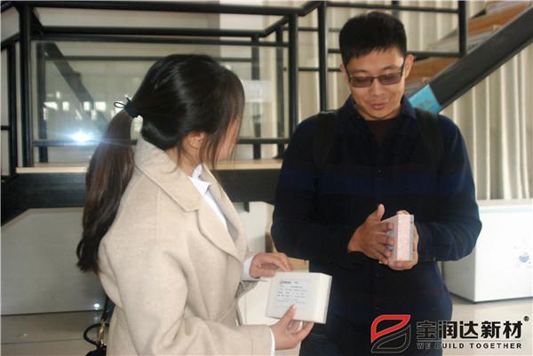 美国的客户来访宝润达洽谈车库门合作项目